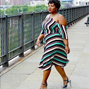 Cold Shoulder Multicolored Dress!!! Size: 20